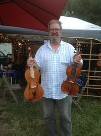 DR holding fiddles at HJ