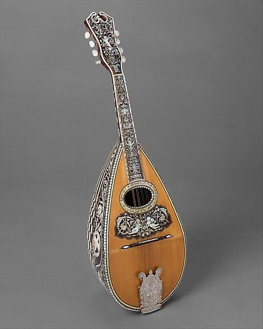 Neapolitan mandolin scaled